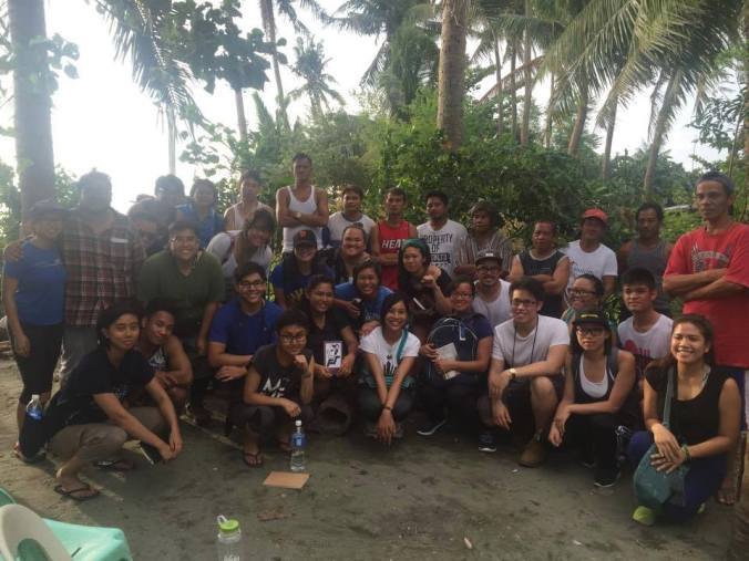 KBKN participants visit with a fisherfolk community and learn about their struggles against large-scale mining in Central Luzon. (Source: KBKN Facebook,https://goo.gl/vI7EXd)